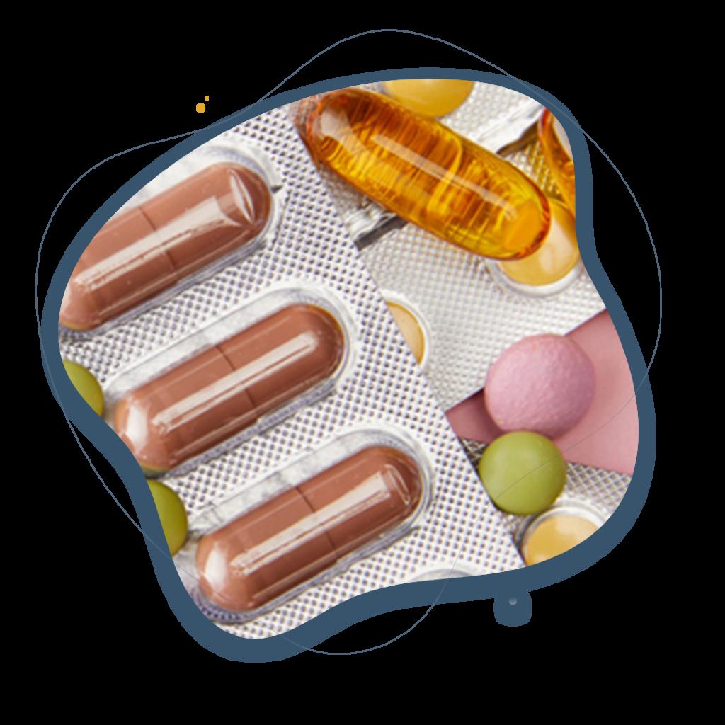 vista superiorde capsulas y pastillas de colores