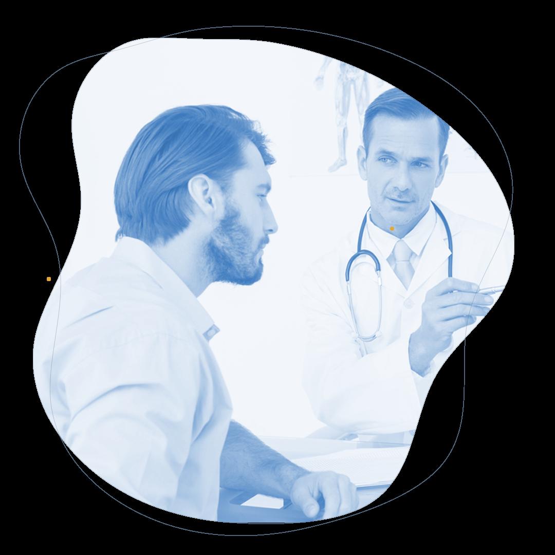 Doctor explicando la columna vertebral azul